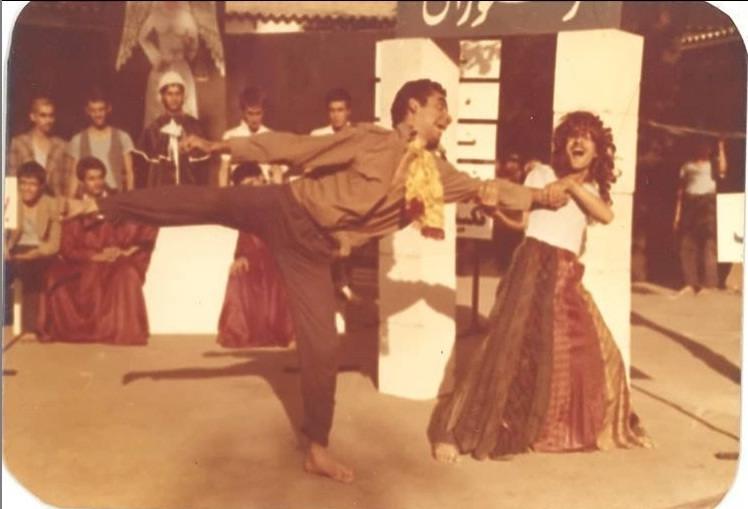 عکس محمد رضا نجفی در تاتر خیابانی سال ۵۷