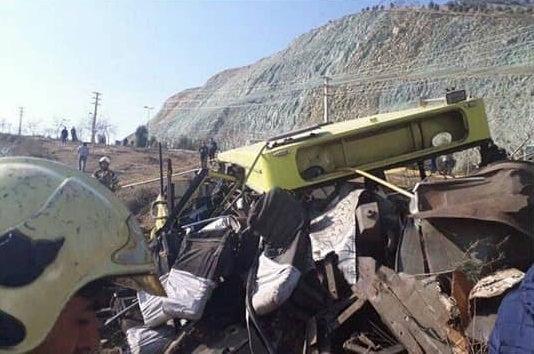 عکس های حادثه واژگونی اتوبوس واحد علوم تحقیقات