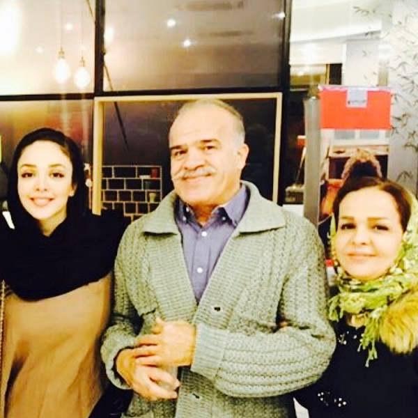 عکس المیرا دهقانی بازیگر در کنار پدر و مادرش۱۱
