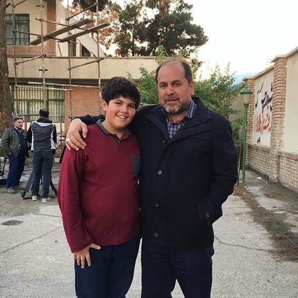 عکس بنیامین محمدیان در کنار علی غفاری کارگردان بچه مهندس