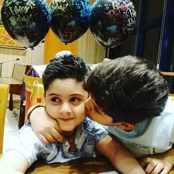 عکس بنیامین محمدیان و برادرش
