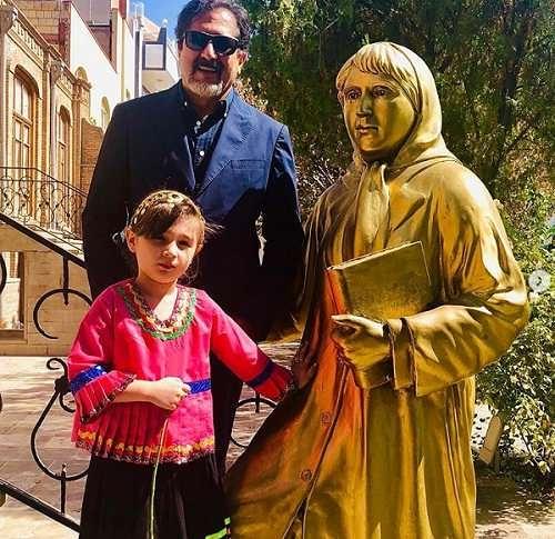 عکس حسام الدین سراج در خانواده پروین اعتصامی