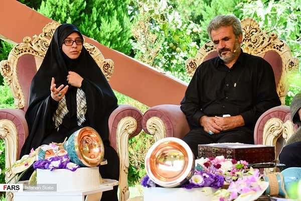 عکس زهرا عباسی همسر شهید حججی در کنار پدر شهید حججی
