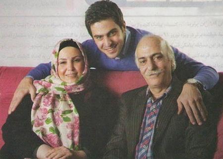 عکس علی ضیاء و پدر و مادرش