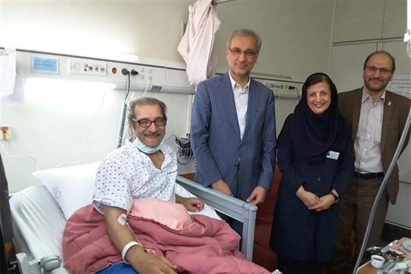 عیادت معاون وزیر بهداشت از محب اهری در بیمارستان