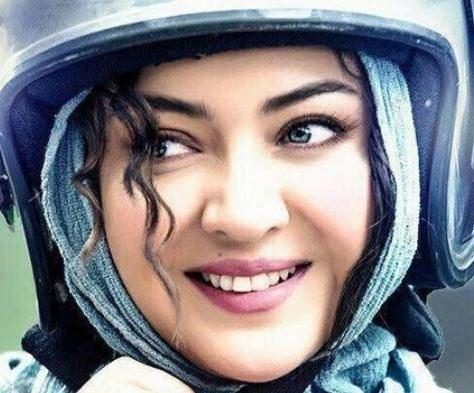 عکس نیکی کریمی در فیلم آذر