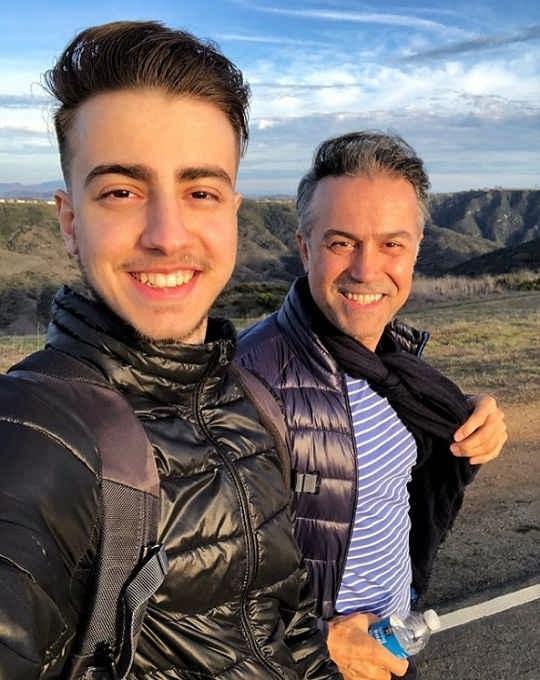 عکس دانیال حکیمی و پسرش دانا حکیمی۴