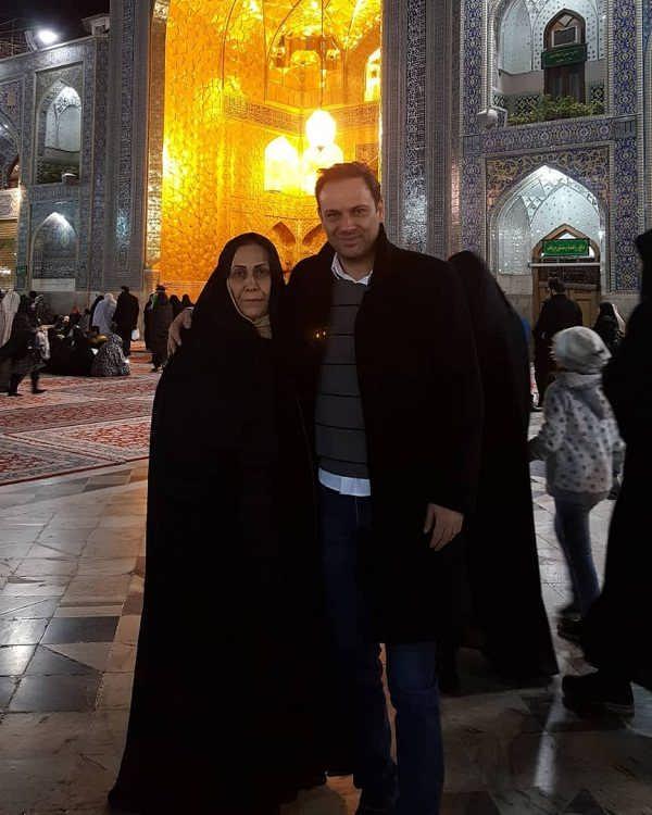 عکس شهروز ابراهیمی و مادرش در مشهد