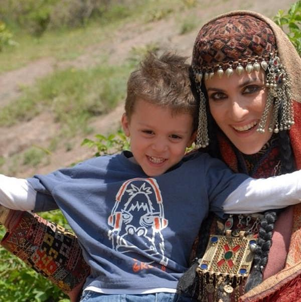 عکس ویشکا آسایش و پسرش گیو۲