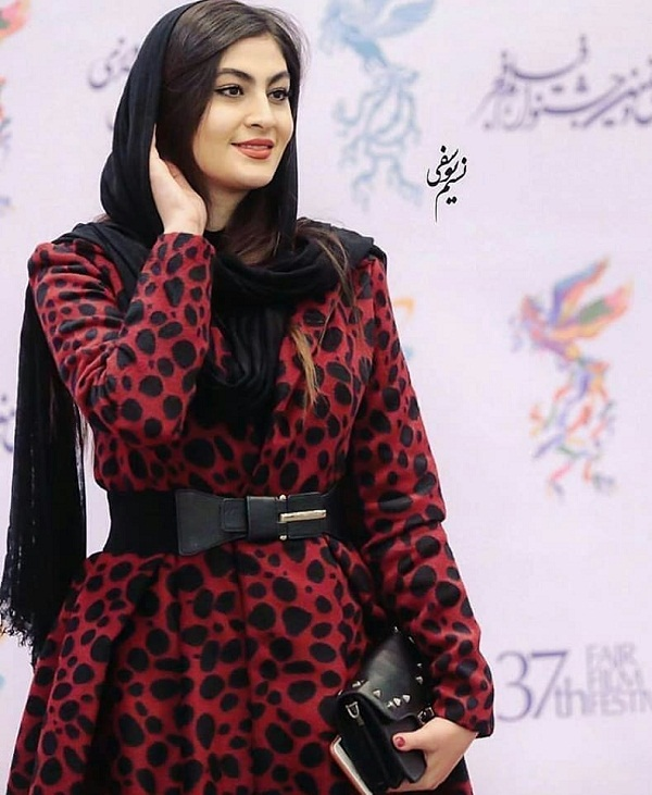 مدل مانتو بازیگران در جشنواره فجر ۹۷ - مریم مومن