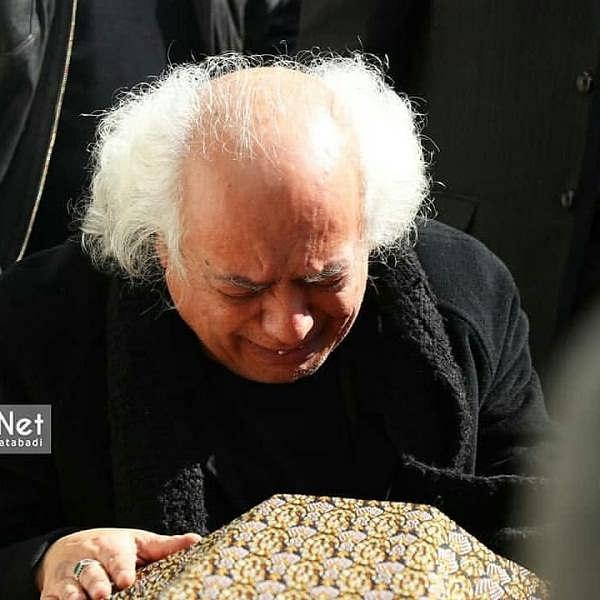 عکس سیروس الوند برادر خشایار الوند در مراسم تشییع جنازه او۲
