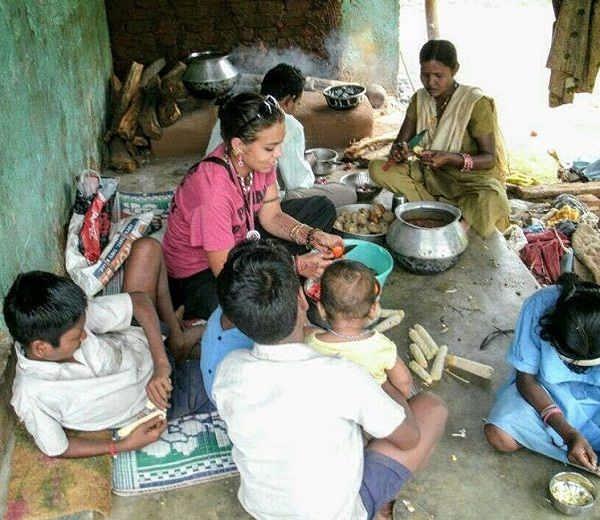 عکس نرگس کلباسی از دوران زندگی در هند