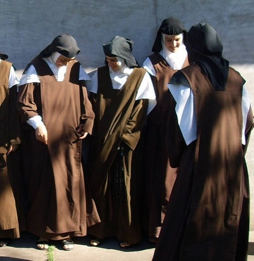 عکس چند بانوی راهبه