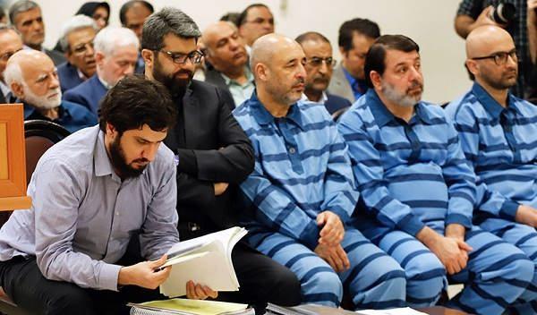عکس سید هادی رضوی در دادگاه مربوط به بانک سرمایه