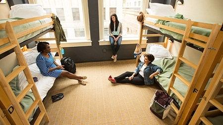 هاستل چیست و چه تفاوت هایی با هتل دارد؟