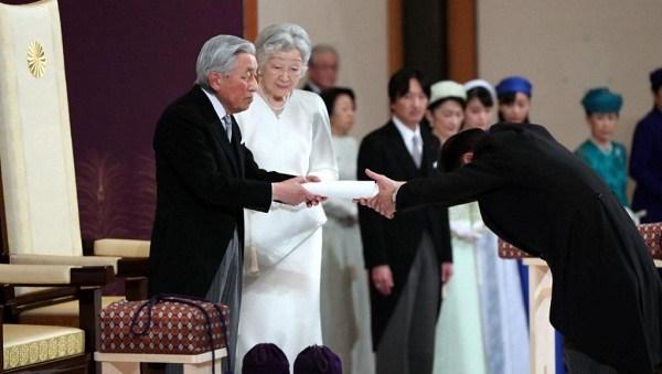 امپراتور محبوب ژاپن تخت امپراتوری را رها کرد