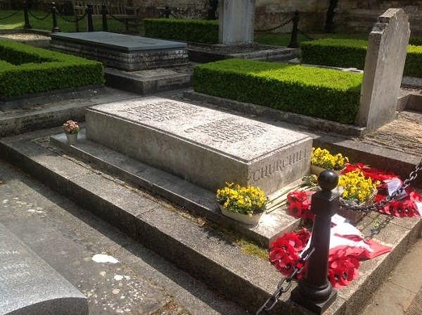 عکس محل دفن و قبر چرچیل