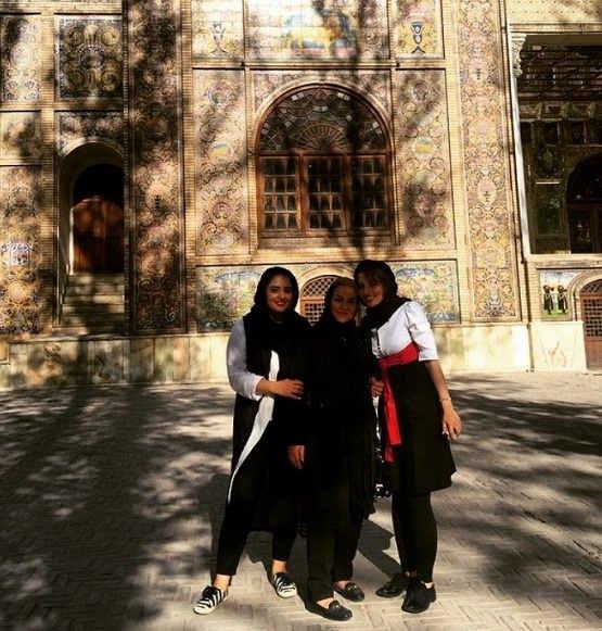 عکس سارا محمدی و مادر و خواهرش