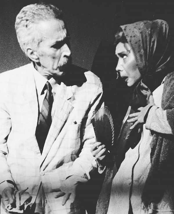 عکس شراره درشتی و همسرش رضا ژیان در صحنه تاتر سال ۱۳۸۰