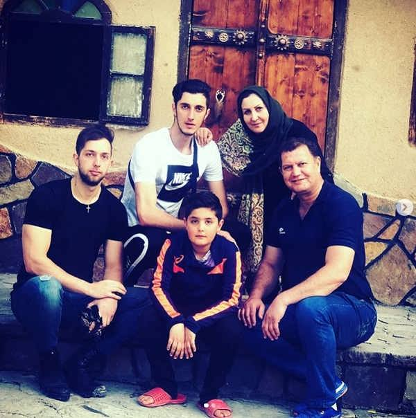 عکس پوریا یلی و خانواده اش