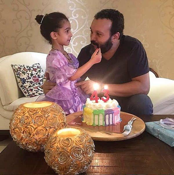 عکس کامبیز دیرباز و دخترش