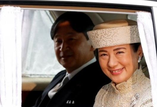 ماساکو همسر ناروهیتو پیش از ازدواج با ولیعهد دیپلمات بود