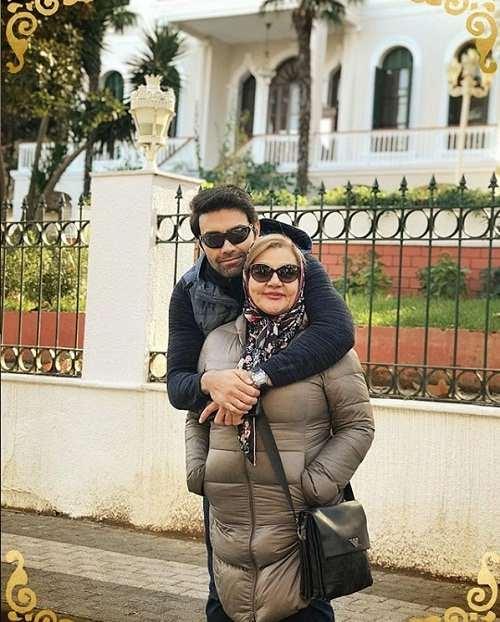 عکس شهاب شادابی بازیگر نقش سهیل در سریال بوی باران در کنار مادرش