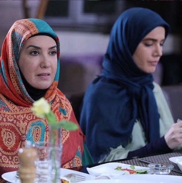 پریسا مقتدی بازیگر نقش افسانه در سریال لیسانسه ها