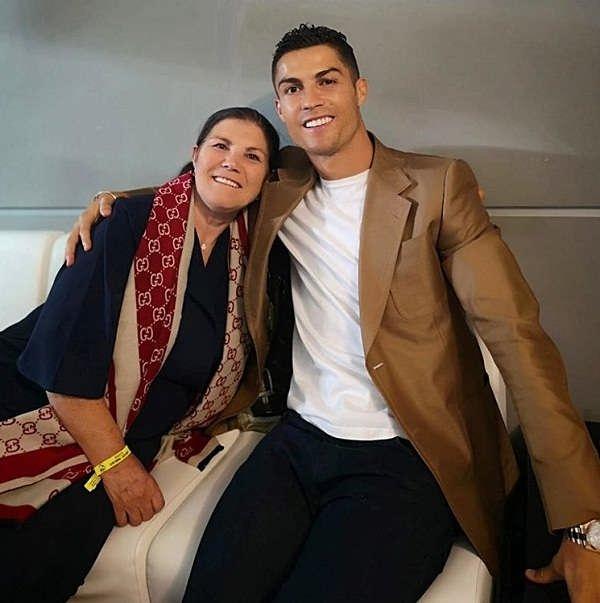عکس رونالدو و مادرش