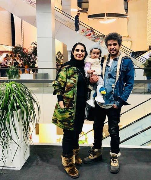 عکس مجتبی پیرزاده و همسر و دخترش