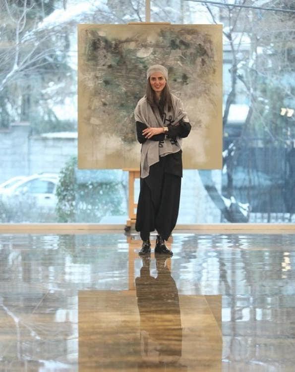 عکس های پانته آ سیروس بازیگر در نمایشگاه نقاشی اش