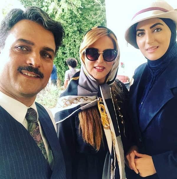 هلیا امامی و مادرش در کنار حسین یاری در پشت صحنه
