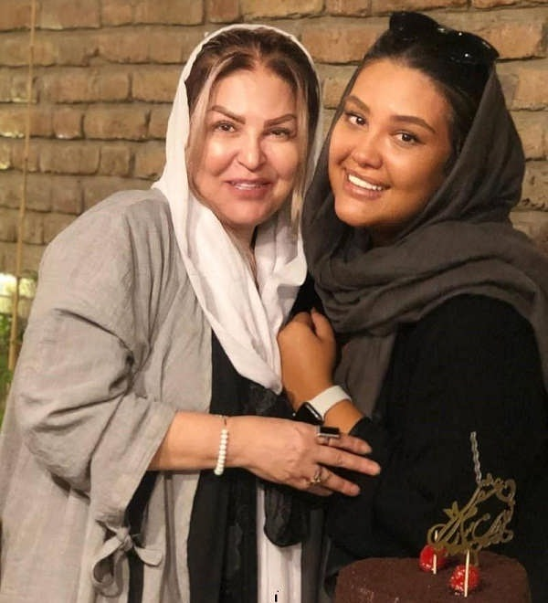 عکس اکرم محمدی و دخترش