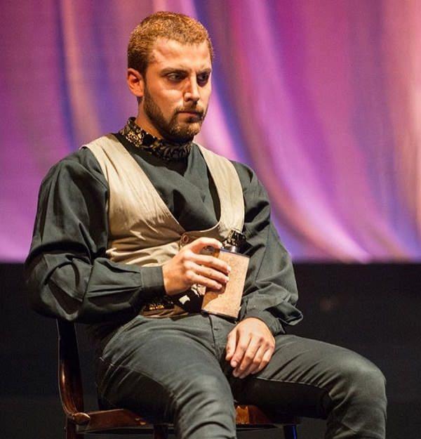 عکس محمد صادقی بازیگر نقش آبتین در مانکن در تاتر