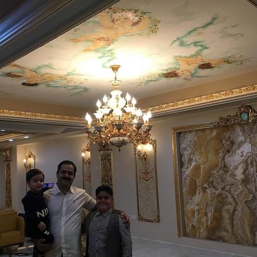 عکس ابوالفضل رجبی در کنار پدر و برادرش