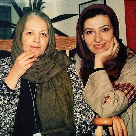 عکس مینا جعفرزاده و معصومه کریمی در سریال خاتون سال 81