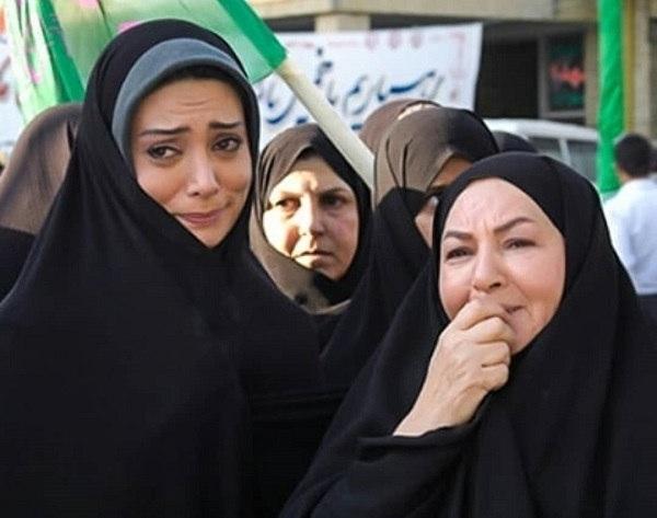 عکس مینا جعفرزاده و نگار فروزنده در اخراجی ها