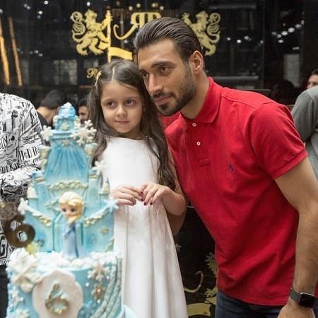 عکس شجاع خلیل زاده مدافع پرسپولیس در کنار دختر سید جلال حسینی