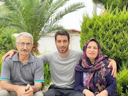 عکس شجاع خلیل زاده و پدر و مادرش